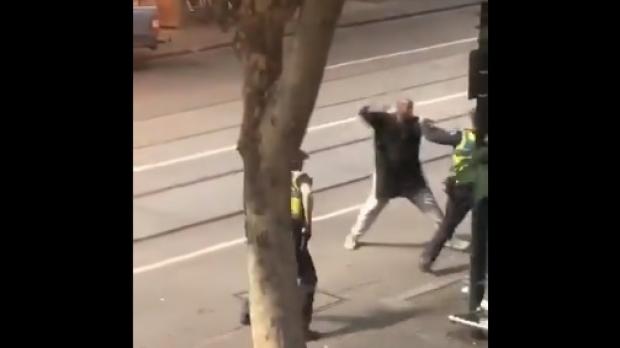 Atac în centrul orașului Melbourne: O persoană a murit, altele sunt rănite după ce au fost înjunghiate - atacator21979500-1541750865.jpg
