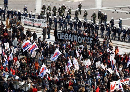 Zece mii  de atenieni  au manifestat împotriva măsurilor  de austeritate - atena-1317843247.jpg