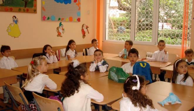 Atenție, părinți! S-a amânat înscrierea la școală - atentieparinti-1423506907.jpg