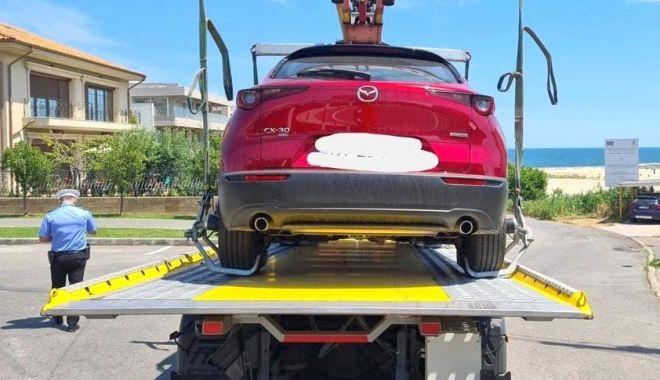 Foto: Atenție, se ridică mașini! Ce riști dacă parchezi pe un loc pentru persoanele cu dizabilități