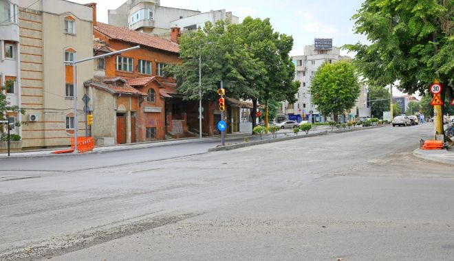 Foto: Atenție, șoferi! Asfaltări pe bulevardul Tomis