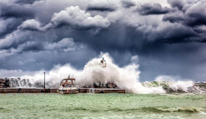 Atenționare de călătorie - Cod roșu din cauza Uraganului Leslie - atentionaredecalatoriejpeg-1539520356.jpg