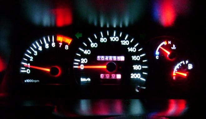 Foto: Minciuni sfruntate: 6% consum de benzină. Dacă mergi cu 90 km/h, amănuntul uitat…