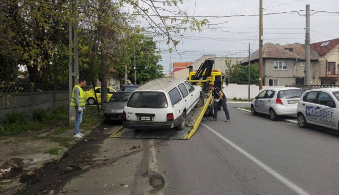CURĂȚENIE GENERALĂ LA CONSTANȚA! Zeci de autoturisme abandonate prin oraș, RIDICATE - autoabandonate-1516785252.jpg