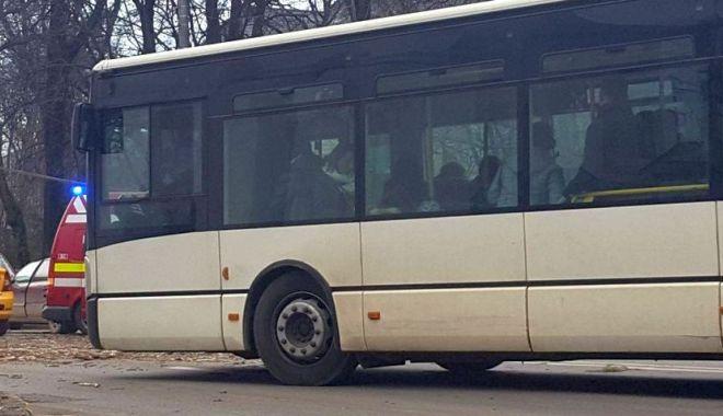 Foto: Autocar implicat într-un accident rutier, la Mangalia. Sunt două victime!