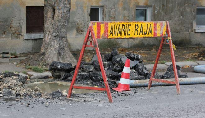 Foto: Atenție, șoferi! Trafic blocat! Se lucrează la conductele de apă