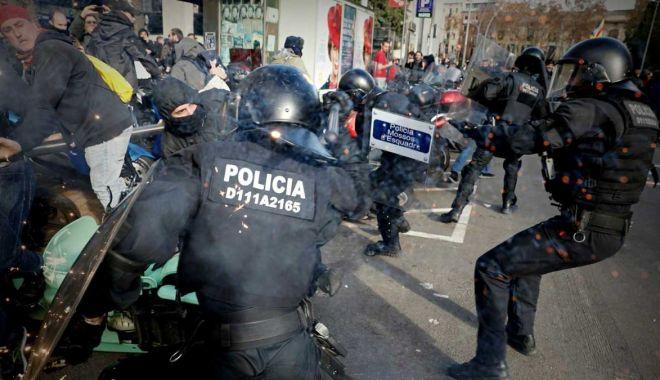 Avertisment pentru protestatarii catalani violenți: riscă ani grei de închisoare! - avertisment-1571602163.jpg