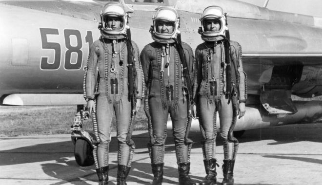 Foto: A scăpat în ultimul moment de linșaj! Pilot confundat cu un… extraterestru