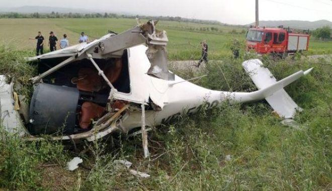 Foto: Avion de mici dimensiuni, ATERIZARE FORȚATĂ. Care e starea pilotului