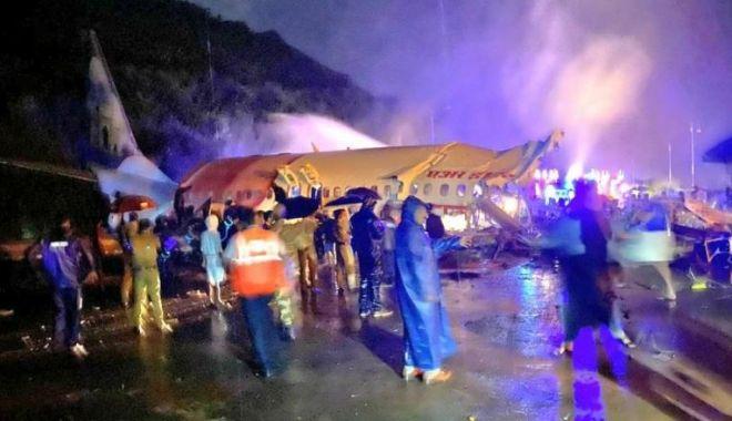 Foto: Un avion cu 191 de persoane s-a prăbușit la aterizare, în India: cel puțin 18 morți