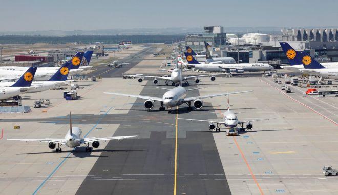 Accident pe aeroportul. Două avioane cu pasageri s-au lovit - avion2-1574005195.jpg