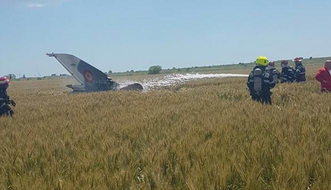 Foto: MiG 21 Lancer, prăbușit lângă Mihail Kogălniceanu. Pilotul s-a catapultat  în ultimul moment
