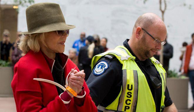 Foto: Actrița Jane Fonda a fost arestată pentru a patra oară
