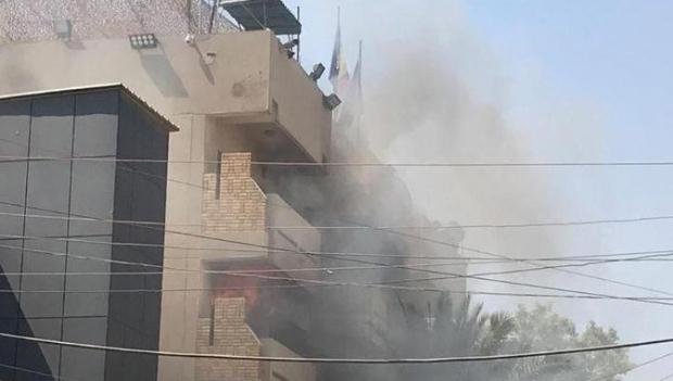 Foto: Ambasada României la Bagdad a fost cuprinsă de flăcări. Toți angajații au fost evacuați