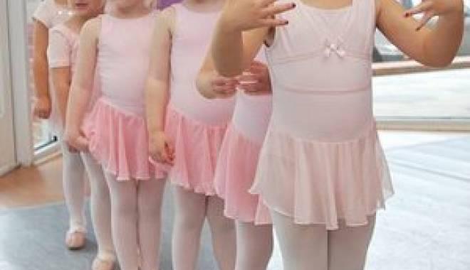 "Foto: Balerinele Școlii de balet ""Nicolae Spiresc"""" au fost premiate"
