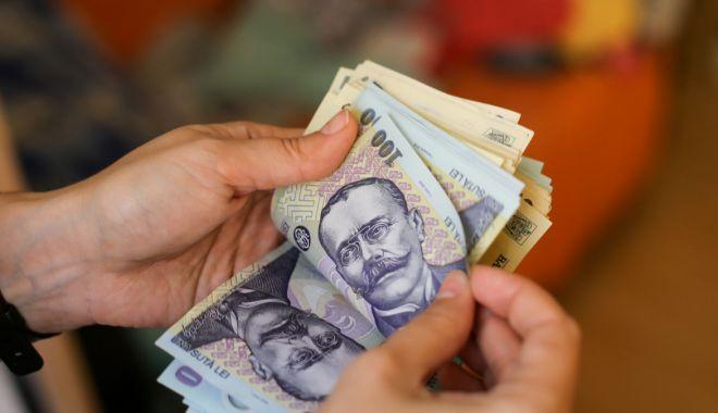 Bani pentru elevii cu media 10 la Evaluarea Națională și la Bacalaureat - bani-1567023405.jpg