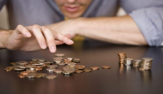 Foto: Salariul minim se majorează, dar nu și pentru cei cu studii superioare!