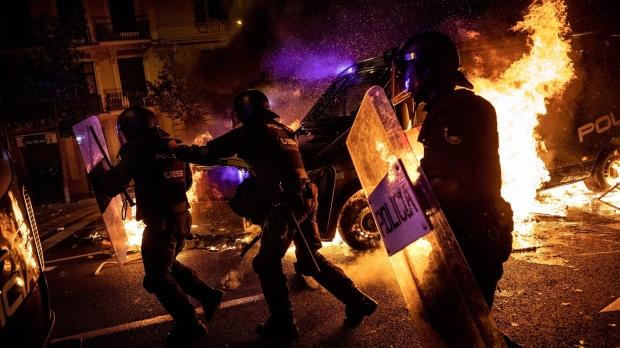 Foto: Barcelona, a treia zi de asediu. Centrul orașului e distrus!