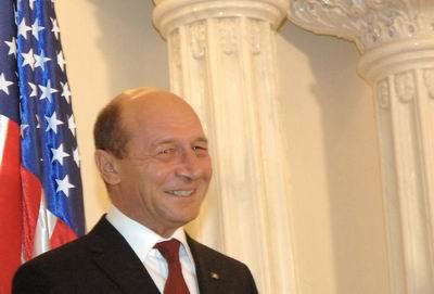 Foto: Traian Băsescu semnează la Pentagon scutul antirachetă