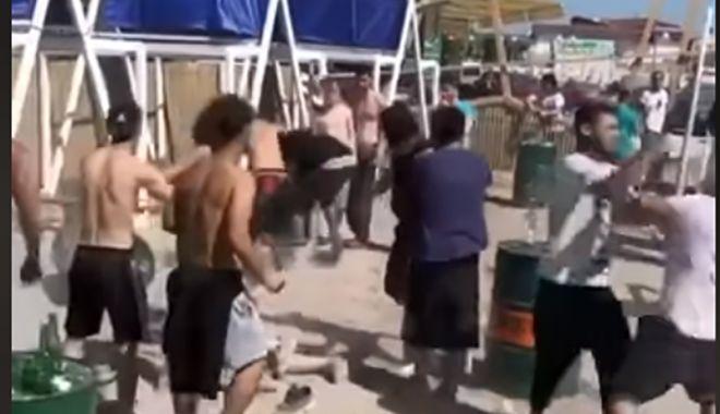 Foto: VIDEO / Bătaie generală pe o plajă din Vama Veche. Poliția s-a autosesizat