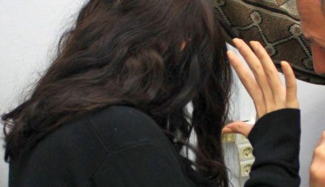 Foto: Femeie din Năvodari, amenințată de concubin
