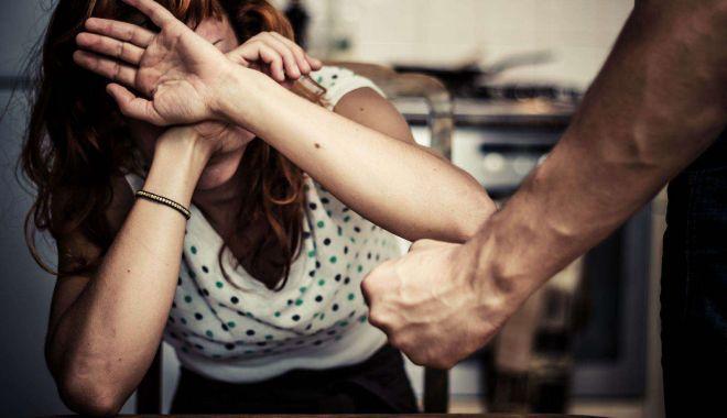 Foto: Femeie bătută de fostul concubin, a cerut ajutor Poliției