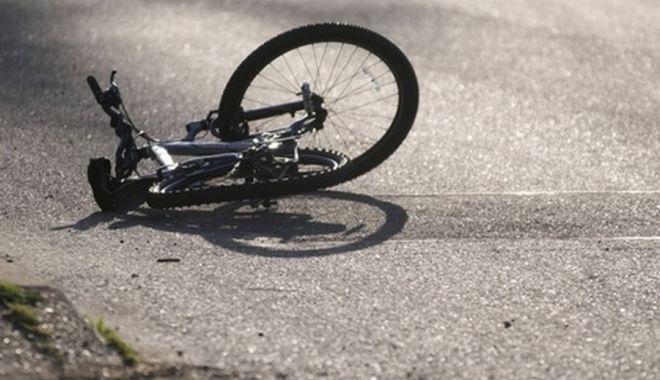 Un șofer a provocat un accident în care două persoane au fost rănite, apoi a fugit de la locul faptei - bci-1631514220.jpg