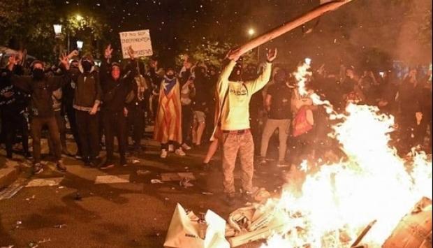 Foto: VINEREA NEAGRĂ! Cele mai violente proteste din ultimul deceniu în Catalonia!