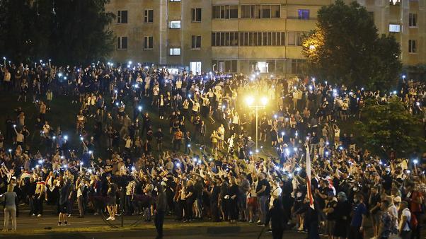 Foto: A treia noapte consecutivă de revolte în Belarus. Protestatarii contestă corectitudinea alegerilor prezidențiale