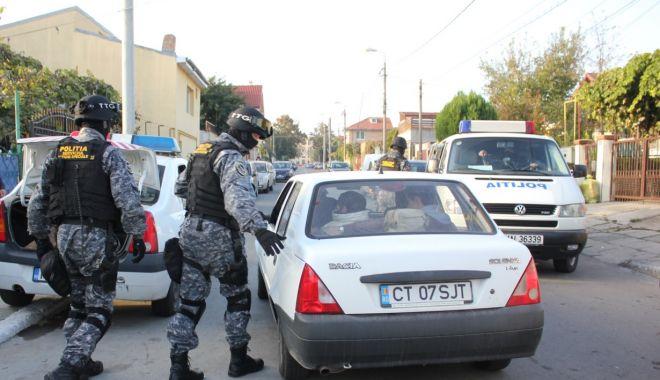 Foto: Zeci de case și mașini, confiscate de polițiști în prima jumătate a lui 2020