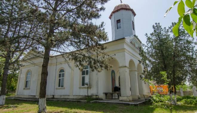 """Foto: Biserica """"Înălțarea Domnului"""", sfințită de IPS Teodosie"""