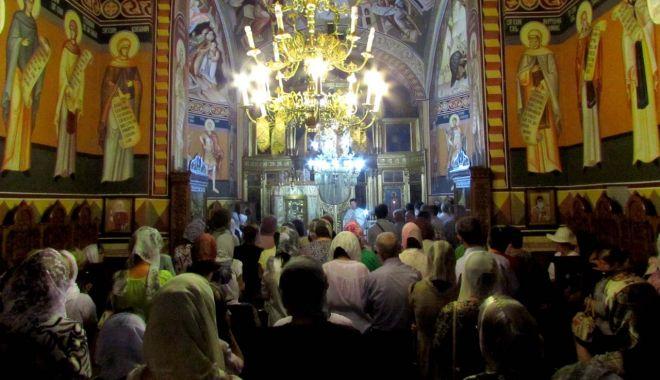 Foto: Biserica Ortodoxă prăznuiește Adormirea Maicii Domnului