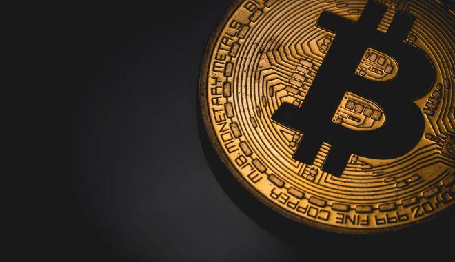 Foto: Un bitcoin a depășit din nou 10.000 de dolari