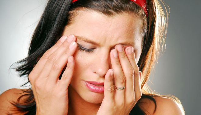 Foto: Ce boală vă afectează puternic pleoapele