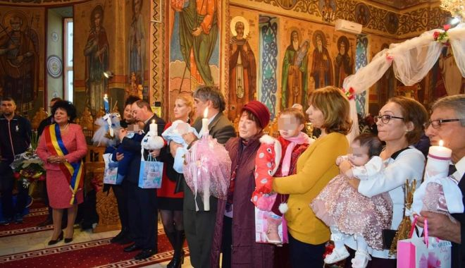 Copii abandonați, botezați în ziua de Sfântul Ștefan - botez-1577612098.jpg