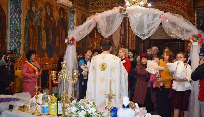 Copii abandonați, botezați în ziua de Sfântul Ștefan - botez1-1577612126.jpg