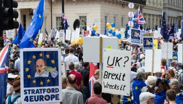 BREXIT 2019. Proteste la Londra, mii de britanici cer referendum - brexit201970502400-1571490677.jpg