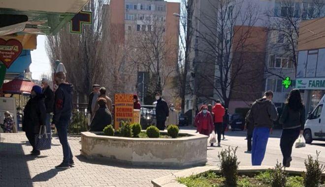 GALERIE FOTO / Unde-i starea de urgență?! Străzi și magazine aglomerate, în Constanța! - brotaceiaglomeratie2-1585906444.jpg