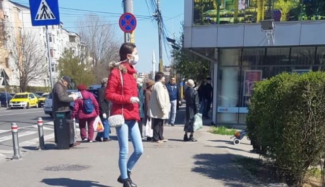 GALERIE FOTO / Unde-i starea de urgență?! Străzi și magazine aglomerate, în Constanța! - brotaceiaglomeratie3apr-1585906461.jpg