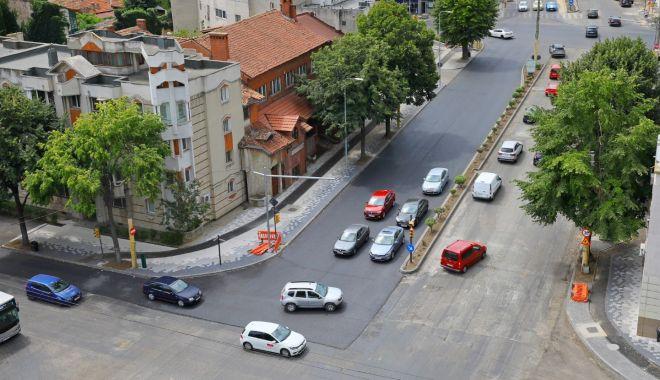 Foto: Atenție, șoferi! Continuă asfaltarea carosabilului pe bulevardul Mamaia