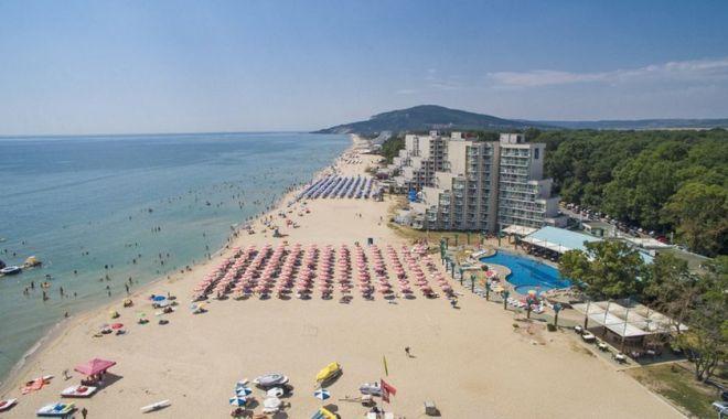 Foto: Românii iau cu asalt agențiile de turism. Circa 10.000 de rezervări au fost deja făcute în stațiunile de pe litoralul românesc