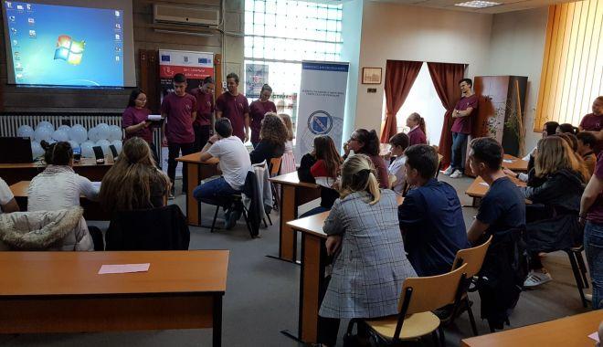 Discuții între polițiști și elevi, despre bullying și traficul de persoane - bullyingpolitistielevi-1571431383.jpg