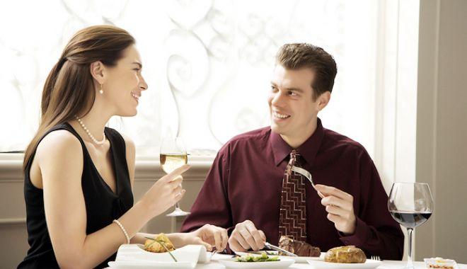 Foto: Bunele maniere la masă