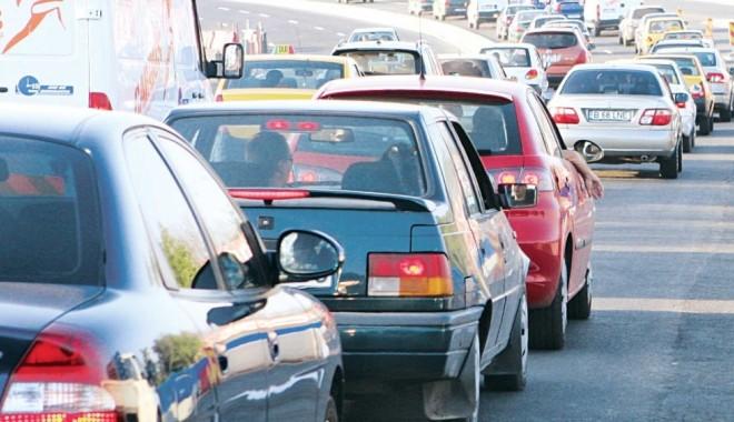 Foto: UPDATE. Circulație bară la bară în stațiunile de pe LITORAL! O AMBULANȚĂ este BLOCATĂ în TRAFIC