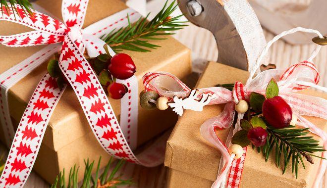 Cadouri și brad de Crăciun pentru micuții internați în Spitalul Medgidia - cadouri-1576798637.jpg