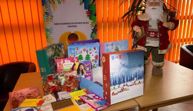 Foto: Primăria începe distribuirea cadourilor de Crăciun, pentru copilașii din Constanța