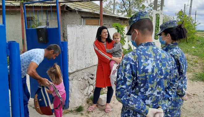 Cadouri pentru copiii din Corbu, de la militarii de la Capu Midia - cadouricopiimilitari-1591034789.jpg