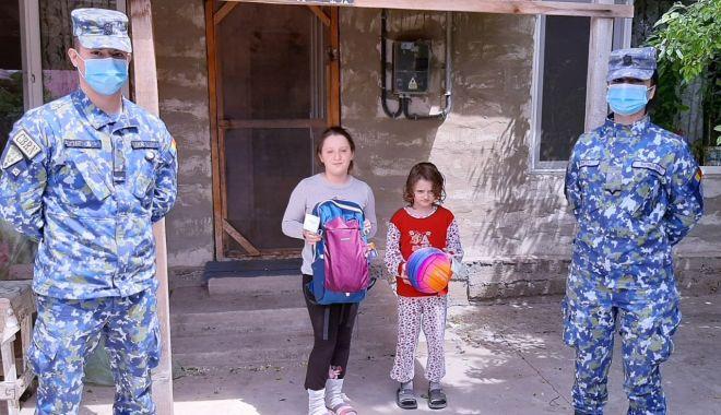 Cadouri pentru copiii din Corbu, de la militarii de la Capu Midia - cadouricopiimilitari1-1591034817.jpg