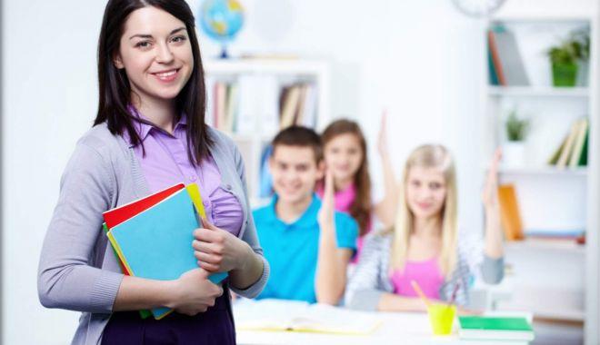 Foto: Cadrele didactice ar trebui să scape de birocrația sufocantă, până la începutul anului școlar viitor