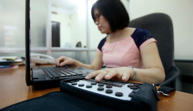 Foto: Lions Club Constanța a donat  30 de calculatoare nevăzătorilor